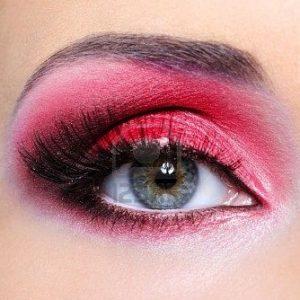 Maquillaje de ojos: Utilizar el color rojo
